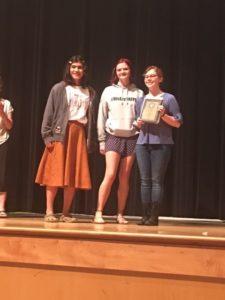 3 students receive plaque award